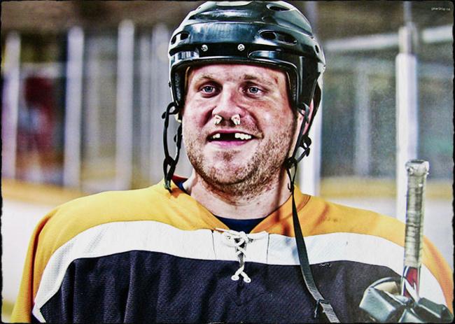 09-hockey-framed